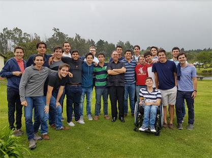 juventud-masculina-universitarios